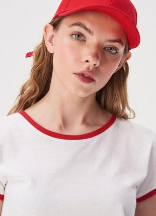 Новая широкая белая футболка sinsay контрастная окантовка красная полоска горло xs s l xl