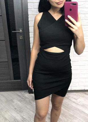 Актуальное чёрное облегающее платье с разрезом на талии от zara
