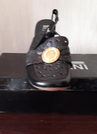 Продам туфли новые 39 размера  кожа
