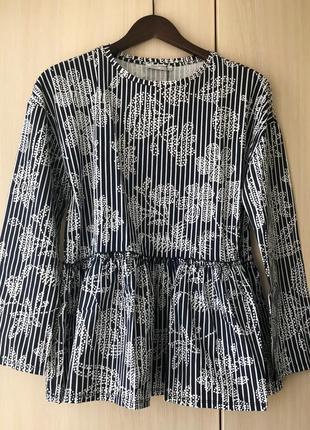 Темно-синяя блуза  zara с декоративной деталью, s, цветочный принт