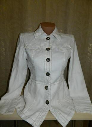 Куртка пиджак женская белая на пуговицах размер 42-44 zara basic.