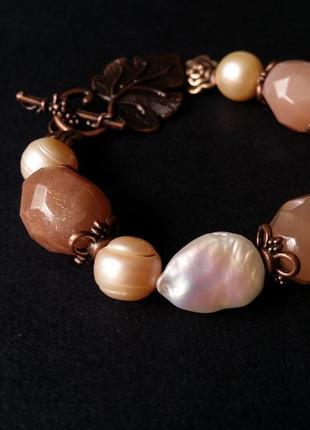 Розовый браслет из барочного жемчуга и солнечного камня