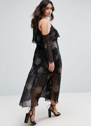 Нереальное платье с открытыми плечами большого размера