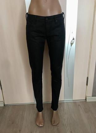 Чёрные штаны с пропиткой под кожу