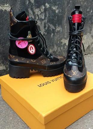 Женские высокие кожаные ботинки lv