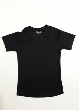 Фирменная футболка для спорта