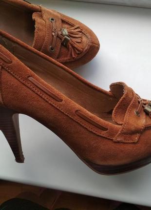 Замшевые туфли, лоферы на каблуке