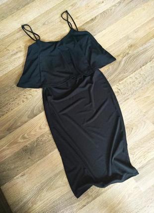 Красивое платье с воланом по фигуре