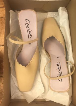 Туфли босоножки на невысоком каблуке 37 размер винтаж каблук рюмочка