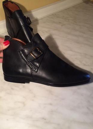 Стильные ботинки из натуральной кожи