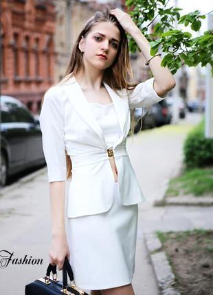 Белый женский жакет3 фото