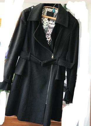 Пальто драповое с плясом баской чёрной осеннее красивое