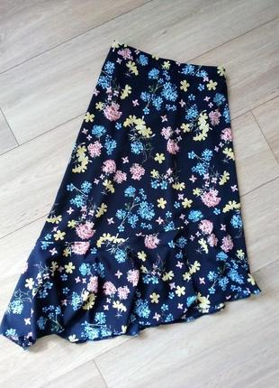 Удесная миди юбочка ассиметричная в нежный цветочный принт