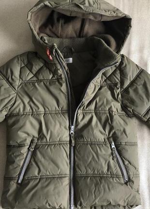 Фирменная демисезонная куртка на 5-6 лет