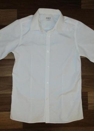 Беленькая рубашка с коротким рукавом фирмы маркспенсер на 11-12 лет