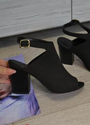 Стильные босоножки туфли закрытые хлястик вокруг косточки