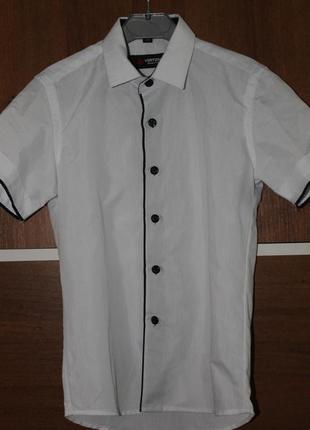 Белая рубашка с коротким рукавом