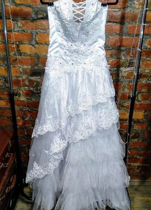 Свадебное многослойное платье б/у в идеальном состоянии
