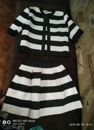 Костюм(юбка и пиджак)