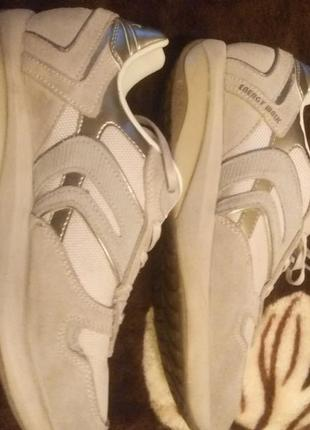 Добротные фирменные кожаные кроссовки geox