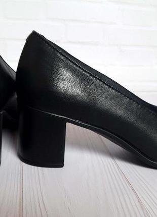 Туфли кожаные женские на небольшом каблуке кармен