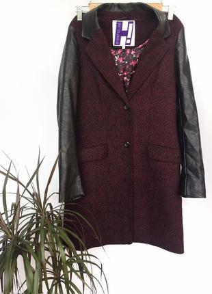 Мега крутое бордовое пальто с кожаными рукавами и воротником