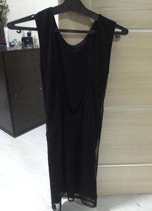 Короткое платье с открытой спинкой