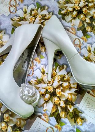 Белые свадебные туфли (36 размер)