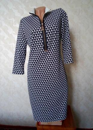 Стильное платье двухцветное