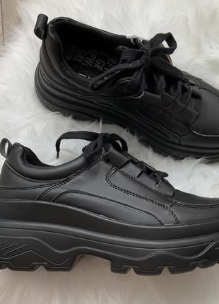 Новые! чёрные массивные кроссовки на платформе