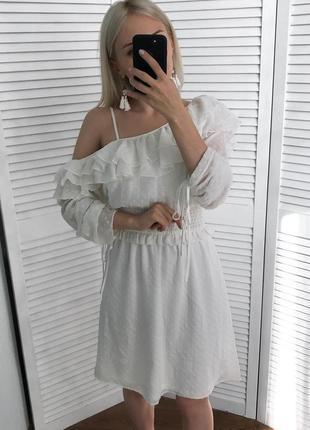 Неймовірно ніжна сукня з рюшами, нова!5 фото