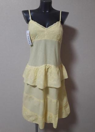 Легкий  практичный,хлопковый лимонный сарафан-жатка,с вышивкой и воланом на бедрах