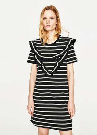 Актуальное платье футболка с воланом zara