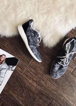 Очень стильные кроссовки от geox