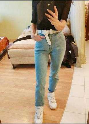 Голубые джинсы укороченные мом плотные с высокой посадкой