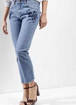 Очень классные джинсы с вышивкой new look