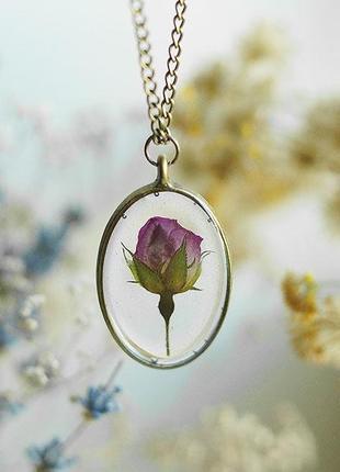 Овальный кулон с бутоном розы