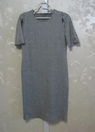 Платье-футболка с вырезами на плечах