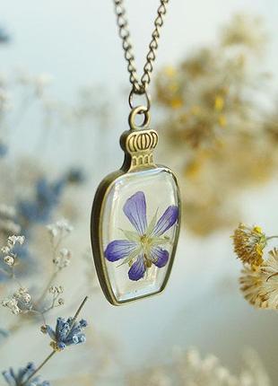 Кулон-бутылочка с фиолетовым цветком