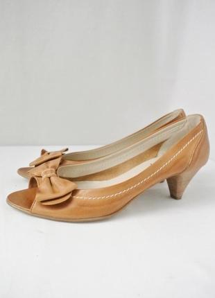 Стильные модные итальянские кожаные туфли matisse на каблуке. размер 5/38.
