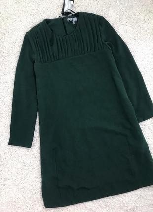 Платье изумрудное прямого кроя
