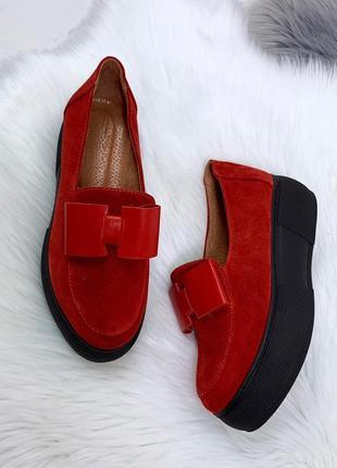 Шикарные красные туфли на платформе из натуральной замши