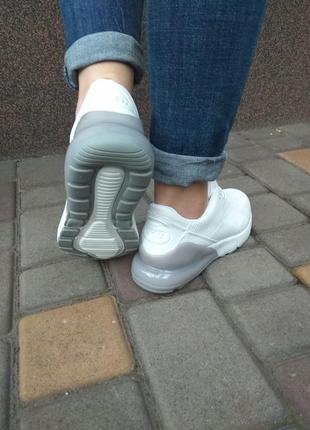 Кроссовки для спорта и отдыха4 фото