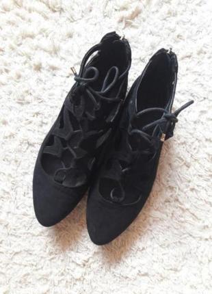 Туфли лодочки на шнуровке