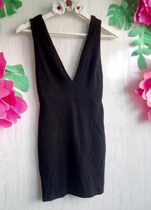 Маленькое черное платье мини с открытой спиной