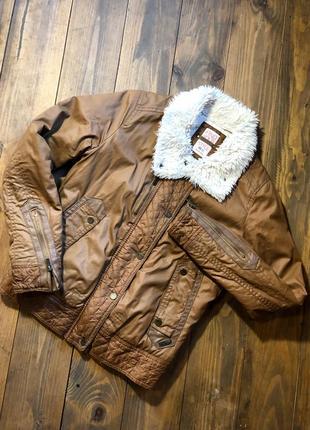 Куртка стёганная горчичного цвета bershka.