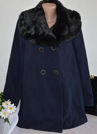 Брендовое темно-синее демисезонное пальто с меховым воротником и карманами tu вьетнам
