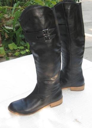 Фирменные высокие сапоги  демисезонные от spm shoes&boots