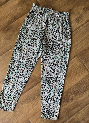 Стильные легкие брюки в принт lc waikiki