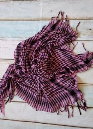 Розовый клетчатый шарф арафатка